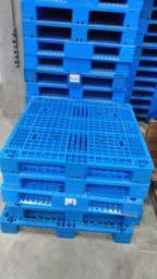 Pallets Plástico semi novo