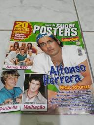 Revista com 20 posters Rebelbe; album de figurinhas e revistas