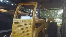 Vendo trator CBT 1105 com lâmina,motor 6c Mercedes.