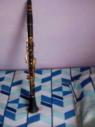 Clarinete preto e dourado