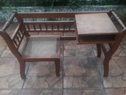 Cadeira com mesa pra telefone