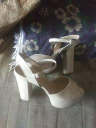 Vendo ou troco sandália