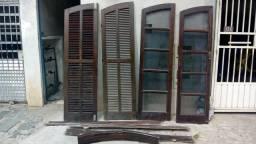 Porta em arcos de madeira