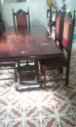 Vende-se uma mesa com 6 cadeiras