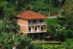 Maravilhosa casa em Angra dos Reis em Condomínio fechado com vista para o mar