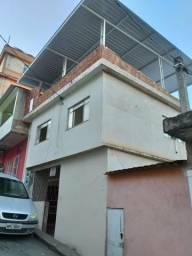 Vendo casa. de. 3 andares em bairro Nova Brasília