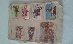 14 páginas de um álbum de figurinhas antigo