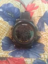 Relógio de marca mormai semi novo