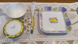 Conjunto de Tigelas, Pegador e Açucareiro em Plástico Duro 4 peças