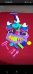 Fábrica sorvete Play Doh ( usado)