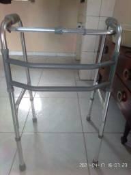Andador articulável, cadeira de banho