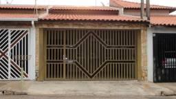 Casa com 3 quartos, 150 m2 - Jd. Fortunato Minghini, em frente a praça