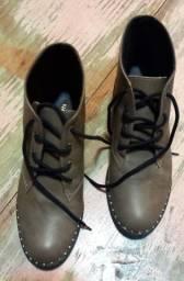 2 pares de calçados