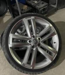 Roda com pneus para carro