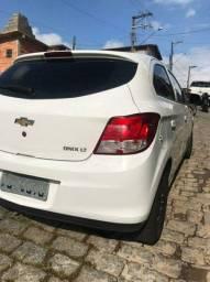 Onix branco LT 1.0 (Km original não sou Uber)