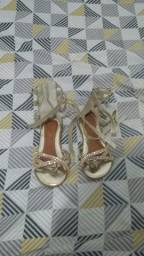 Vendo uma sandália tamanho 25,semi nova