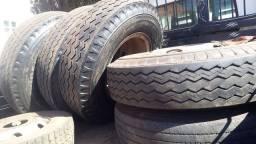 Título do anúncio: 5 pneus 1.100 comum com rodas original