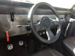 Vende-se jeep ano 1973