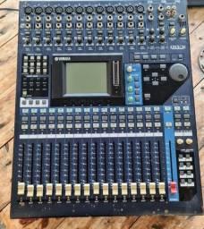 Mesa de Som Yamaha 01V 96.
