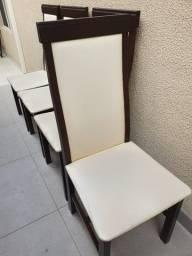 Cadeiras de madeira com corino