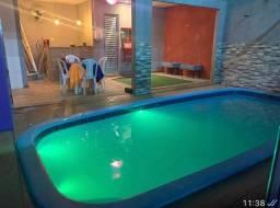 Espaço com piscina