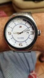 Relógio Tommy Hilfiger. Semi novo