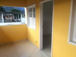 Guapimirim Apto Tipo Casa 2Qts no Centro com garagem