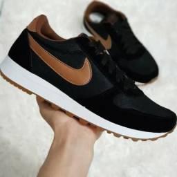 Tênis Nike HU Preto/Marrom