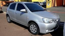 Toyota Etios X 1.3 Completo - 2014