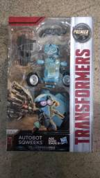 Transformers  The Last Knight Premier Edition Deluxe Autbot Sqweeks - Hasbro 5a35c468a5