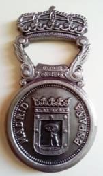 Abridor de cerveja e Medalha - Madrid comprar usado  Rio de Janeiro