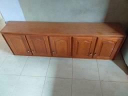 Armário suspenso de madeira bem conservado