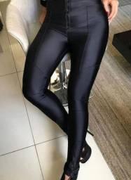 Calça Cirrê Recortes com zíper barra e cintura