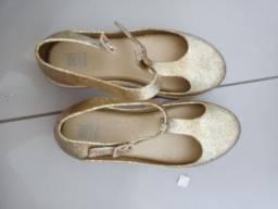 sandália dourada com gliter prata