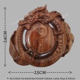 Quadro dragão entalhado em madeira nobre
