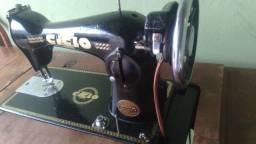 Maquina costura antiga..