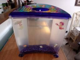 Lindo aquario pequena sereia