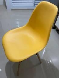 Cadeira eames amarela