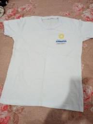 Camisa branca, jaleco, camisa azul literatus