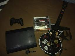 PS3 S-Slim + 1 controle + Jogos + Guitarra + Headset