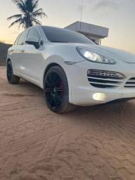 Porsche Cayenne V6 em estado de zero
