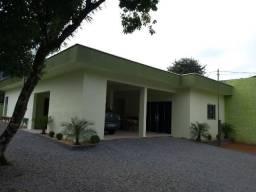 Vende-se terreno em João Pessoa com 1.295 m², com casa construída de 148 m²