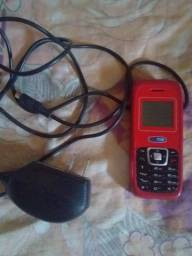 Vendo celular com carregador.