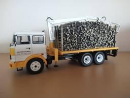 Miniaturas de caminhões em escala 1/43