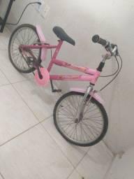 Bicicleta rosa, pouco usada