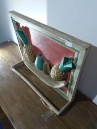 Quadro porta toalha, madeira peróba