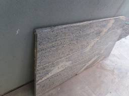Passa prato de mármore, com suporte de madeira e três gavetas