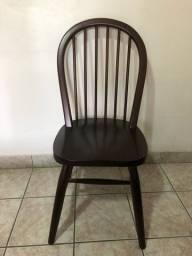 Conjunto de 4 cadeiras de madeira