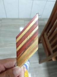 Brinco de madeira