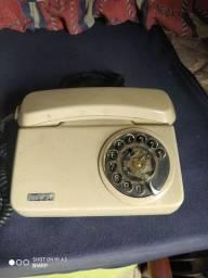 Antigo telefone fixo de disco